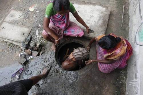ఢిల్లీలో నలుగురు పారిశుద్ధ్య కార్మికులు మృతి