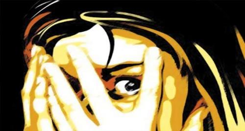 యువతితో సహజీవనం చేసి పరారయిన యువకుడు..యువతిపై ప్రియుడి తల్లి దాడి!