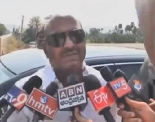 చంద్రబాబు సహనాన్ని కేంద్రం పరీక్షిస్తోంది: జెసి దివాకర్ రెడ్డి