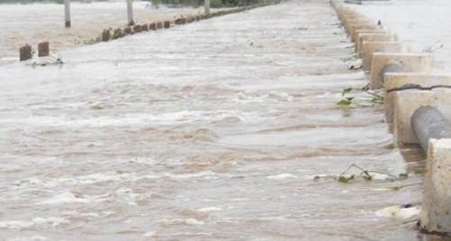 కొత్తూరు కాజ్వేపైకి వరద నీరు.. 19 గ్రామాలకు రాకపోకలు బంద్