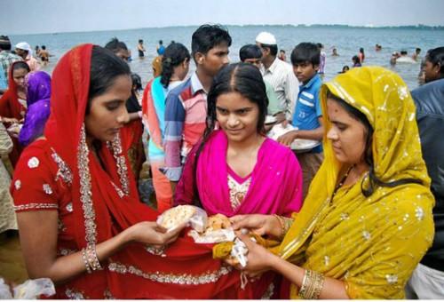 బారాషహీద్ దర్గా వద్ద కొనసాగుతున్న రొట్టెల పండుగ