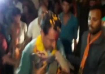 మధ్యప్రదేశ్ బీజేపీ ఎమ్మెల్యే మెడలో చెప్పుల దండ