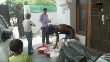 సొంతిళ్లు బాగు చేయించుకుంటున్న మాజీ సీఎం