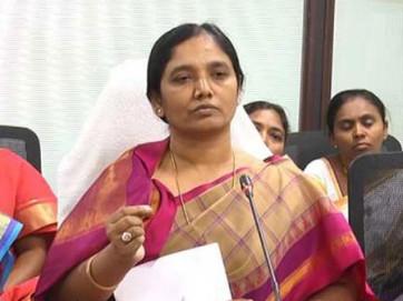 జగన్ అధికారం కోసం నోటికొచ్చిన హామీలన్నీ ఇస్తున్నారు: పరిటాల సునీత
