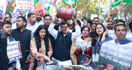 Cong youth wing demands roll-back of LPG price hike
