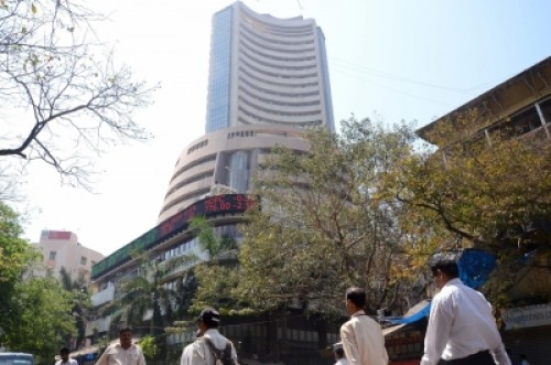 Market in red, Sensex falls nearly 800 points