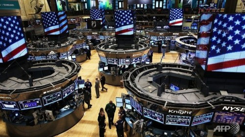 US stocks trade mixed amid earnings, data