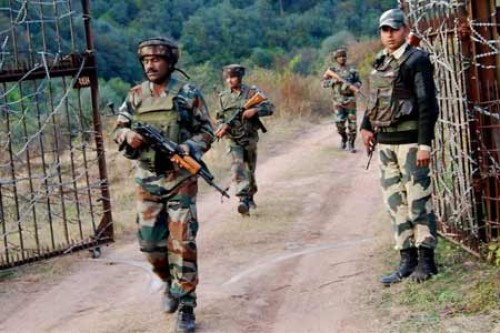 Indian and Pakistani troops trade fire on LoC