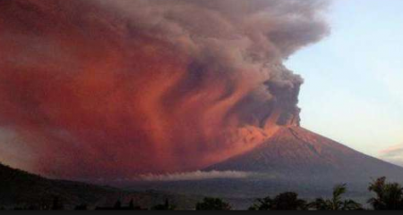 Indonesia warns airlines over active volcano