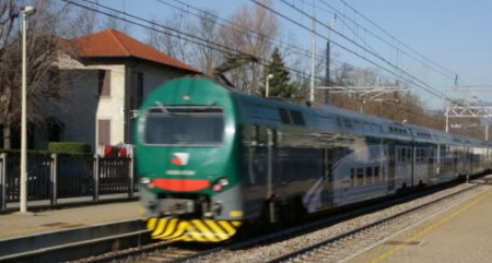 2 killed as train derails in Italy