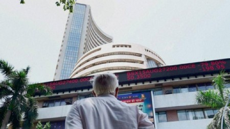 Sensex in red, Reliance Industries down 1.57%