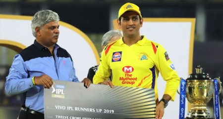 We were just passing the trophy to each other: Dhoni