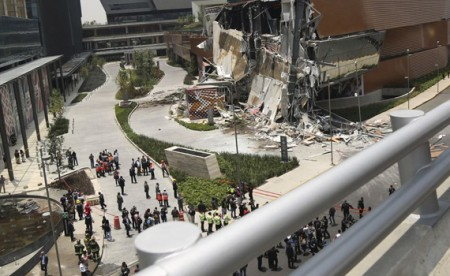 Newly opened shopping mall collapses in Mexico