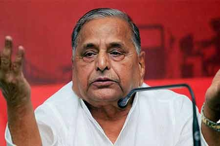 At Shivpal's show of strength, Mulayam remains silent on Akhilesh