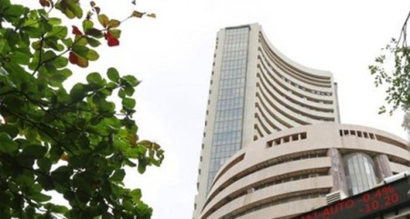 Indian equity markets open flat as US holds Fed data