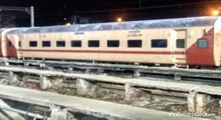 Indian Railway's Mail/Express trains to sport new look - in beige and brown