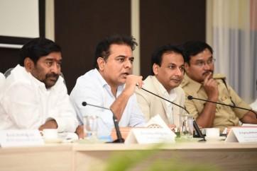 మున్సిపాలిటీ లపై  సమావేశం నిర్వహించిన  మంత్రి కేటీఆర్