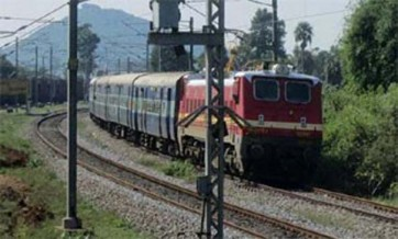పూరి ఎక్స్ప్రెస్ రైలుకు తప్పిన పెను ప్రమాదం