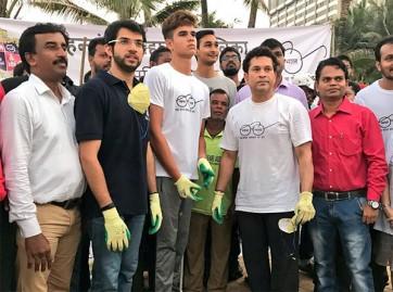 బాంద్రాలో నిర్వహించిన స్వచ్ఛతా హీ సేవా కార్యక్రమంలో  పాల్గొన సచిన్